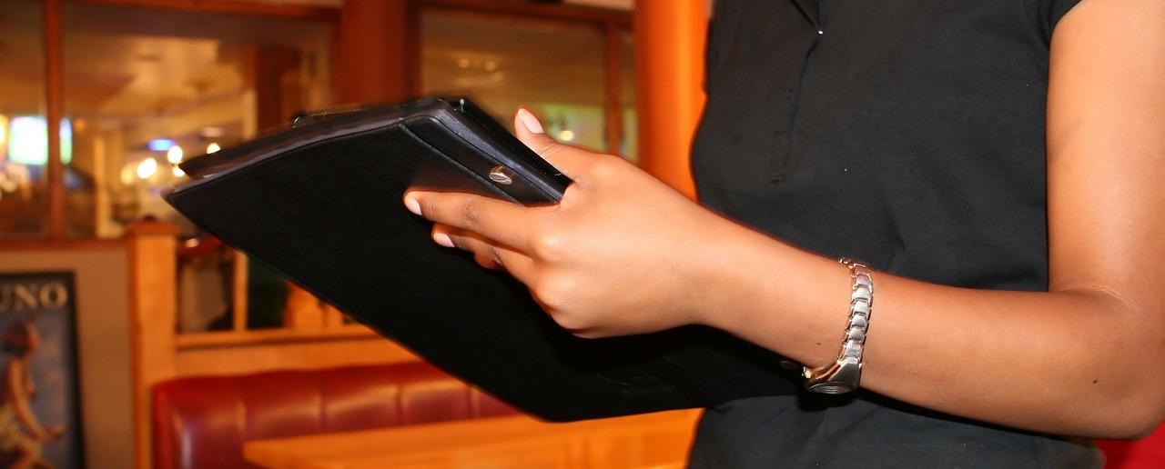 obsługa klienta z tabletem
